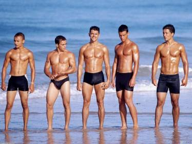 sexy_men_on_the_beach_1600x1200_zps38086412
